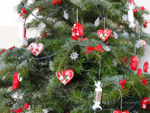 5 Christmas Decoration Ideas For The Office Space